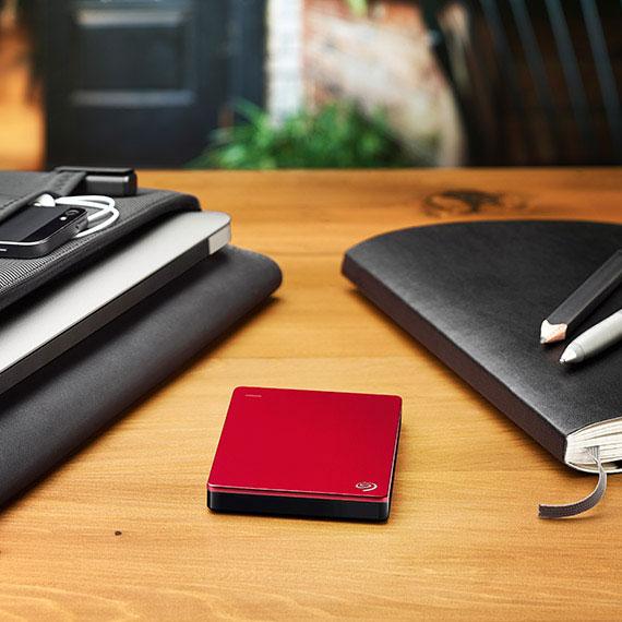 backup-plus-slim-red-table-570x570.jpg